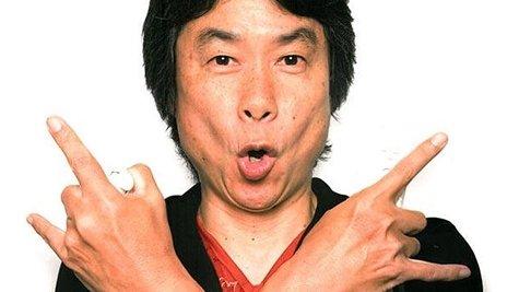 Miyamoto interpreta el tema de Super Mario Bros. con la guitarra