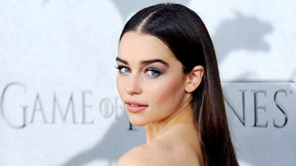 Emilia Clarke se apunta a ser la primera mujer 007