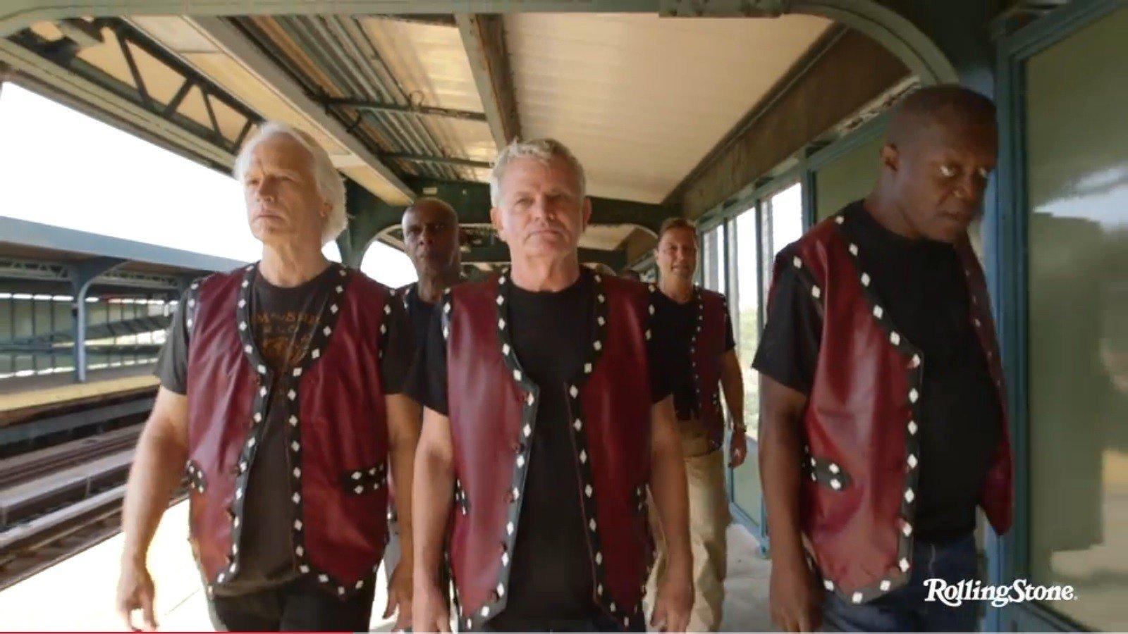 The Warriors recrean unas secuencias de la película 36 años después