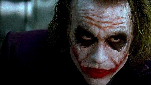 El caballero oscuro: Esta es la explicación de uno de los tics más característicos del Joker
