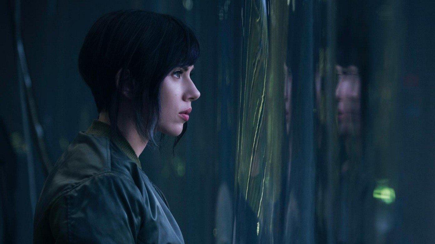 Scarlett Johansson y su doble, en el set de Ghost in the Shell