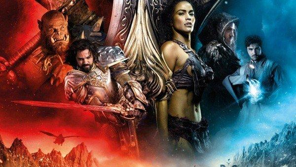 Un hombre se lleva al cine a su muñeca a ver Warcraft: El Origen