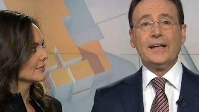 Matías Prats intenta en directo la última moda de Internet