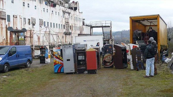 Es hallado un barco abandonado con una fortuna en máquinas de arcade