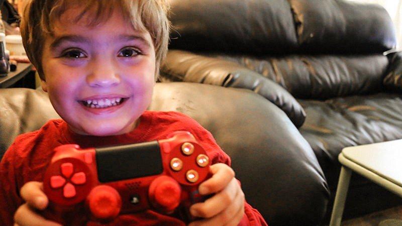 Un niño de cuatro años diseña un espectacular Dualshock 4