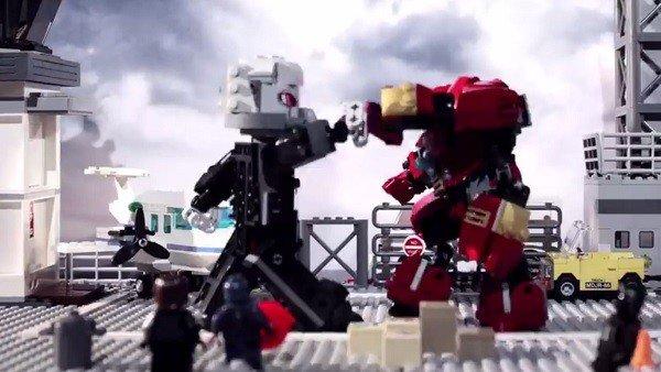 Las versiones LEGO de Iron Man y Antman mantienen esta épica batalla