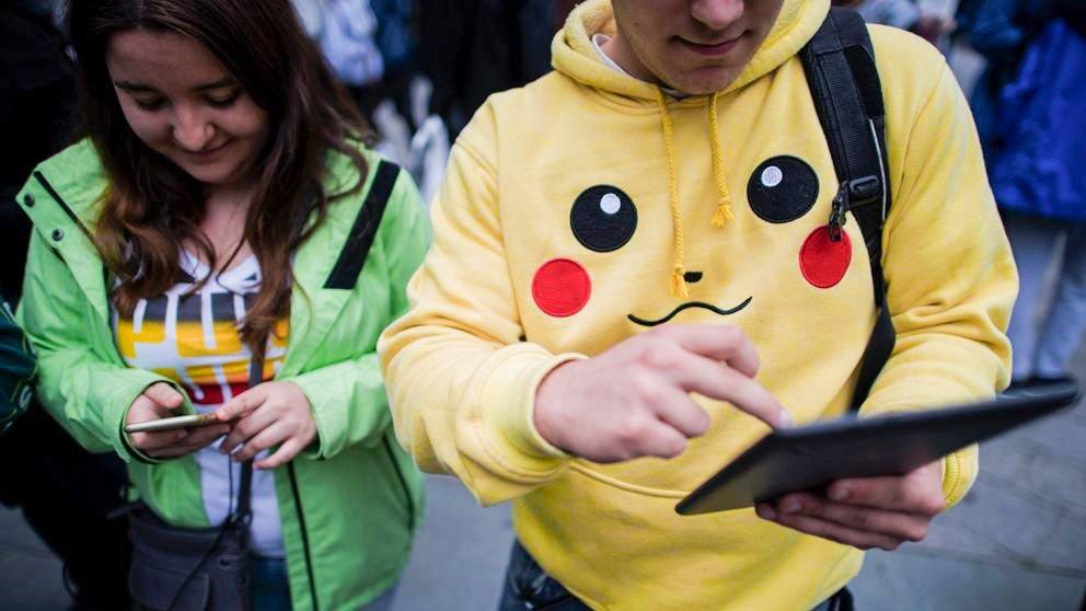 Pokémon GO: Los Mossos sorprenden a turistas japoneses cazando criaturas en un túnel de Barcelona