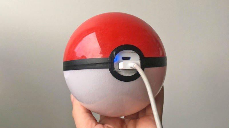 Pokémon GO: Ya puedes jugar durante horas gracias a esta batería externa en forma de Pokéball