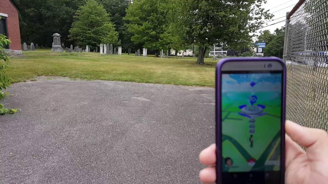 Pokémon GO: Expulsan de un cementerio a unos jugadores por pisar las tumbas
