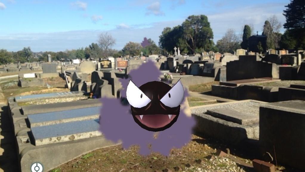 Pokémon GO: Dos jugadores interrumpen un funeral