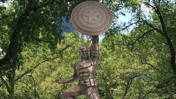 La estatua de Capitán América en Brooklyn en el ojo del huracán