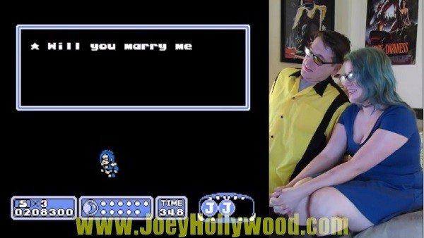 Propone matrimonio a su novia con un videojuego personalizado
