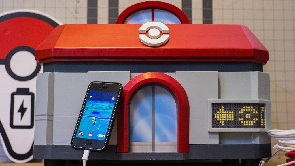 Pokémon GO: Un jugador crea un Centro Pokémon que sirve para cargar el móvil
