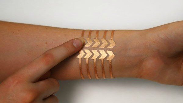 Un tatuaje desarrollado por Microsoft y el MIT controla el móvil a distancia