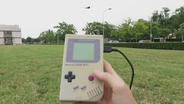 Ya es posible controlar un dron con una Game Boy