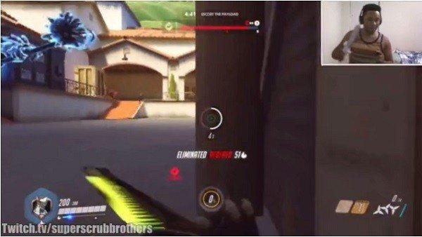 Overwatch: Un jugador controla a Genji usando el mando de Wii como una espada