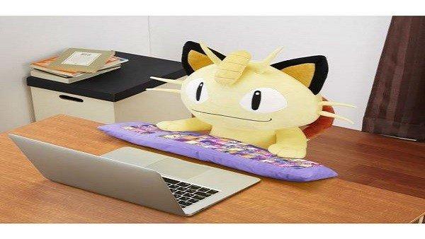 Meowth te echa una mano si trabajas delante de un ordenador