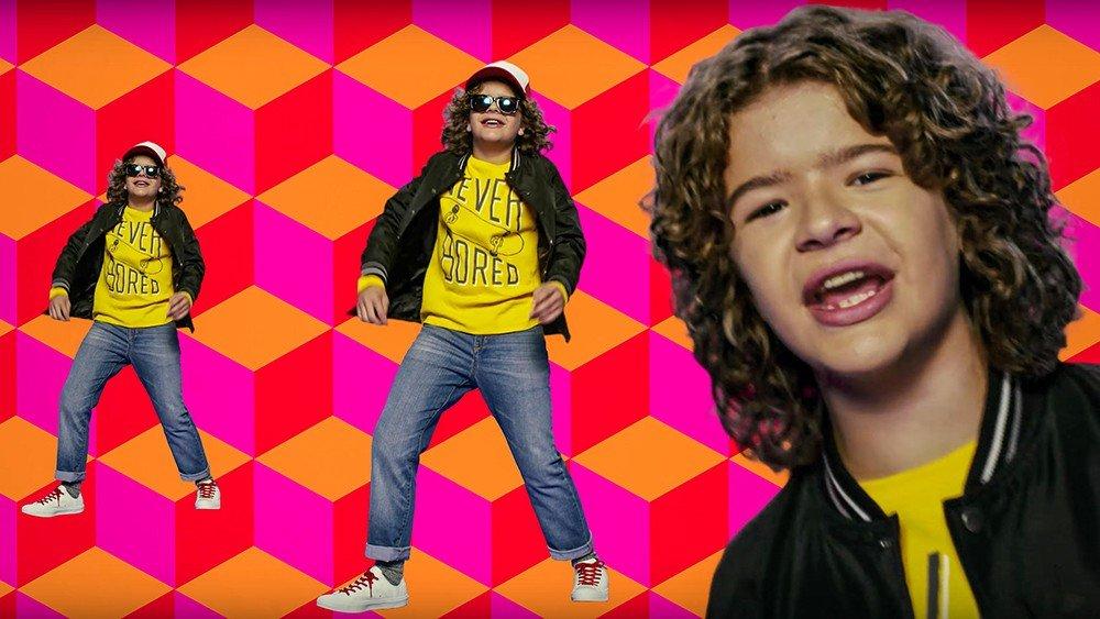 Stranger Things: Dustin rapea para promocionar el Black Friday