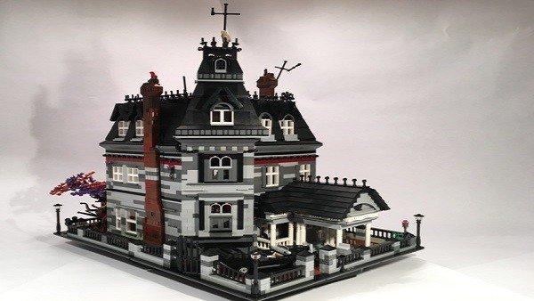 Construyen la mansión de la familia Adams con piezas de LEGO