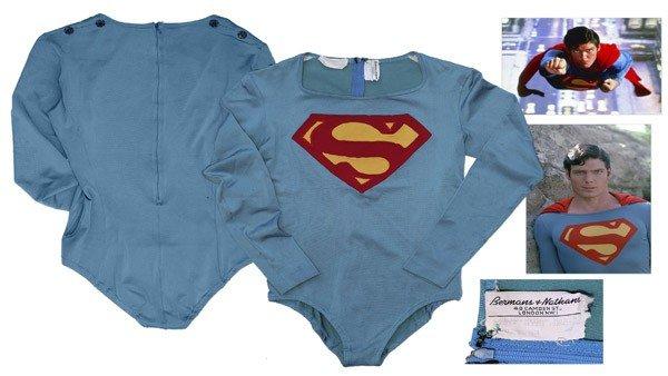 Los trajes clásicos de Batman y Superman se encuentran en subasta