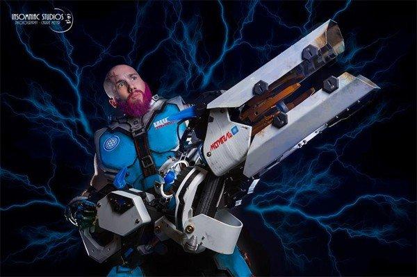 Overwatch: Así es el cosplay masculino de Zarya