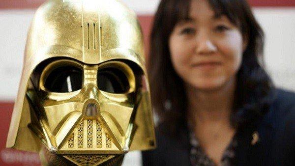 Star Wars: Un casco de oro de Darth Vader se vende por 1,3 millones de euros