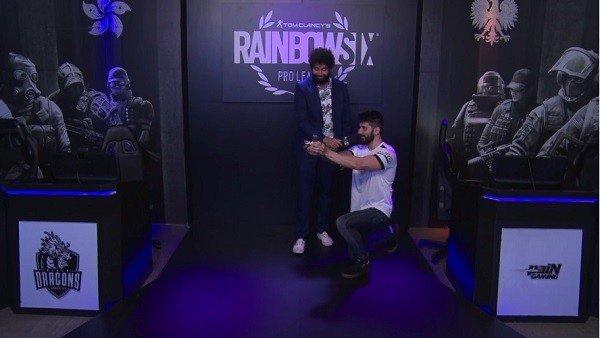Rainbow Six Siege: Un jugador profesional celebra el pase a la final pidiendo matrimonio a su pareja