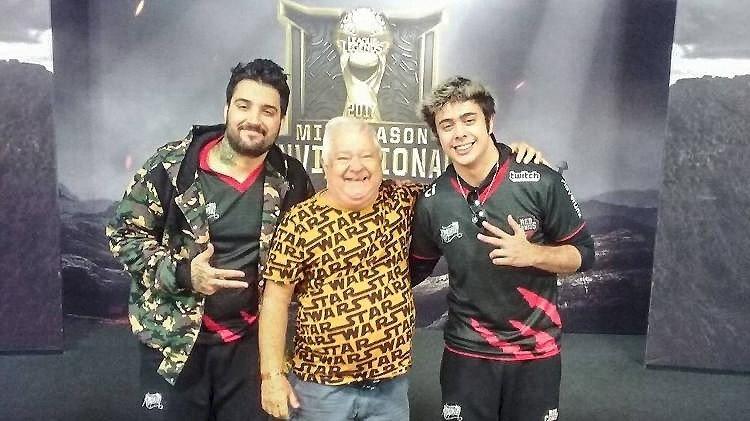E-Sports: Un anciano se hace viral tras acompañar a su nieto a un torneo de League of Legends