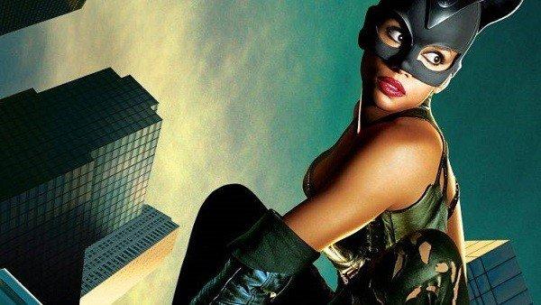 Catwoman recibe su propio tráiler honesto