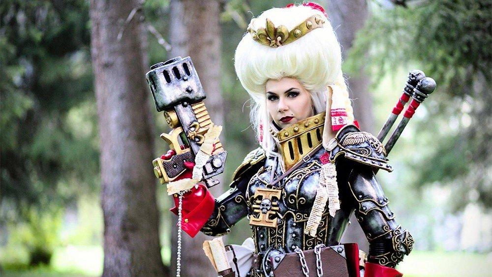 Warhammer 40K: Una cosplayer se convierte en un miembro del Ordo Hereticus de la Inquisición