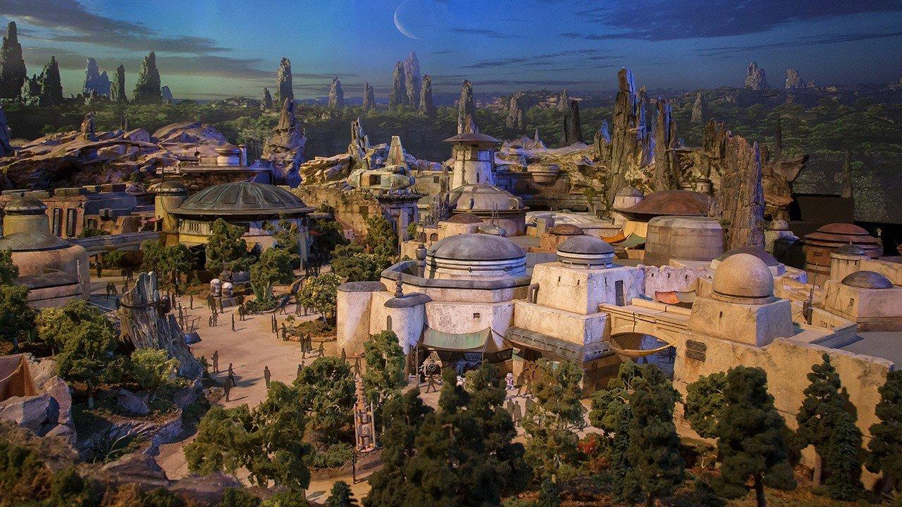 Star Wars muestra los diseños de sus parques de atracciones