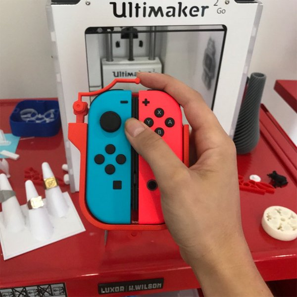 Nintendo Switch: Diseñan un periférico para coger ambos Joy-Con con una mano